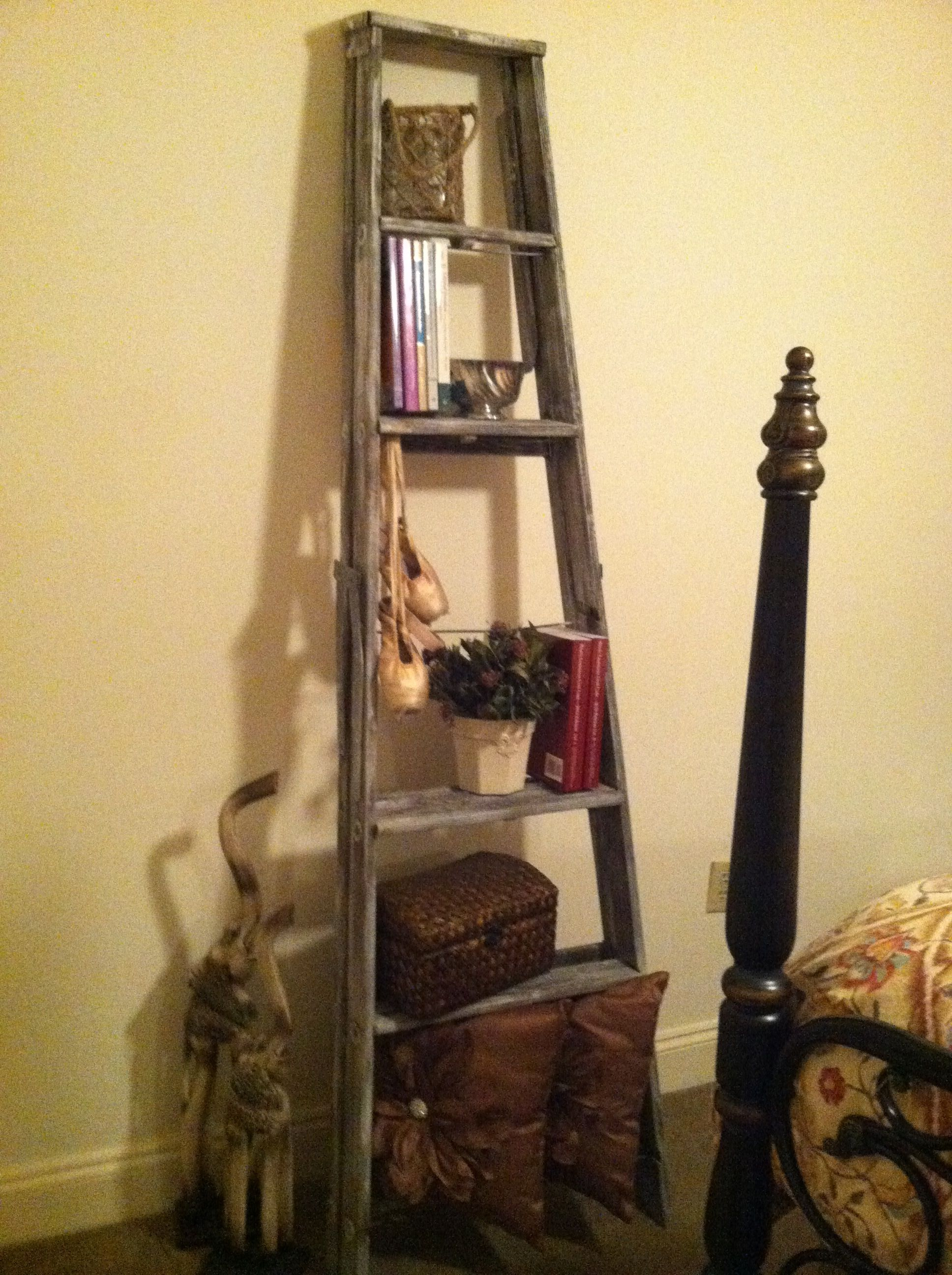 Turn An Old Wooden Ladder Into A Decorative Bookshelf Add Paint To Some Areas For A Distressed Rustic Look By Hope Old Wooden Ladders Home Decor Ladder Decor