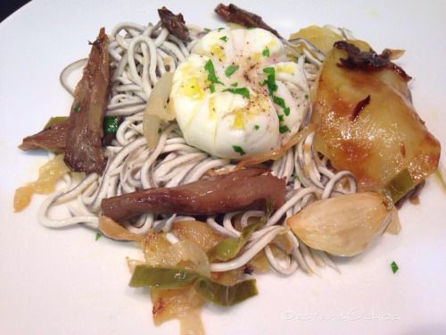 Miércoles de #gulas con #setas #patatas y #huevos  Ya que ha...