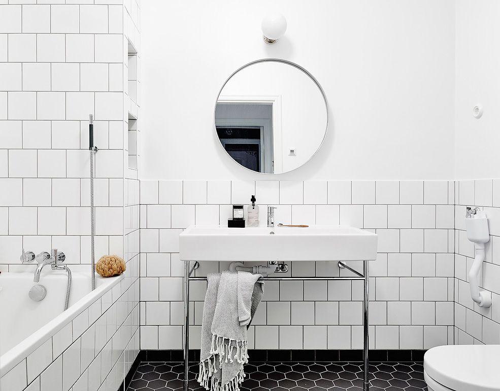 Witte Tegels Badkamer : Mooie badkamer met een combinatie van zwarte en witte tegels