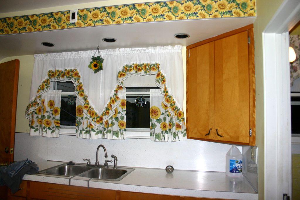 sunflower kitchen - Google Search | Sunflower Cottage | Pinterest ...