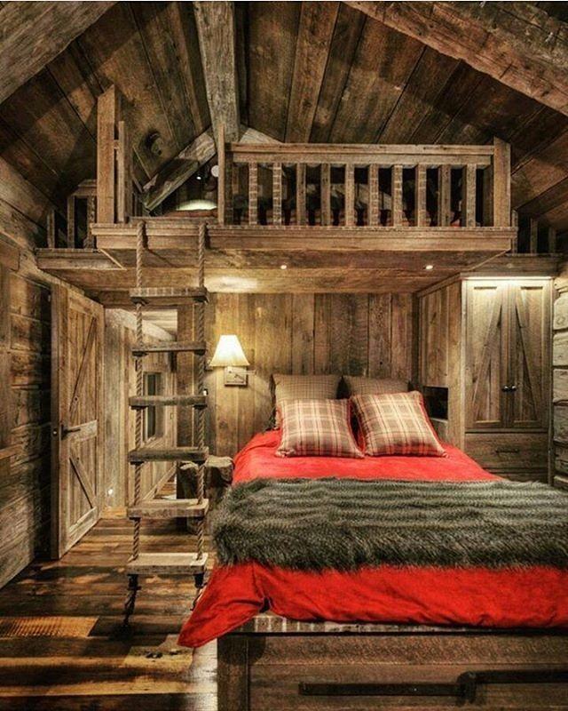 Rustic Cabin Bedroom Interior #LogCabinHomes