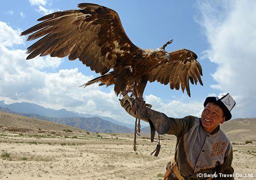 キルギスの鷹匠 a Kyrgyz eagle hunter