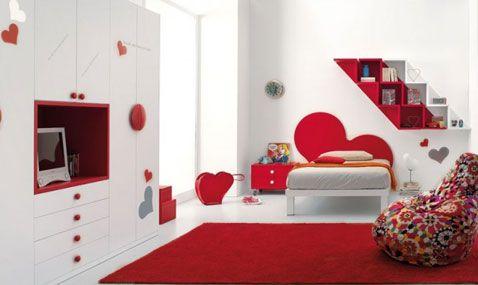 10 id es d co pour une chambre rouge grands tapis for Deco chambre fille rose et blanc