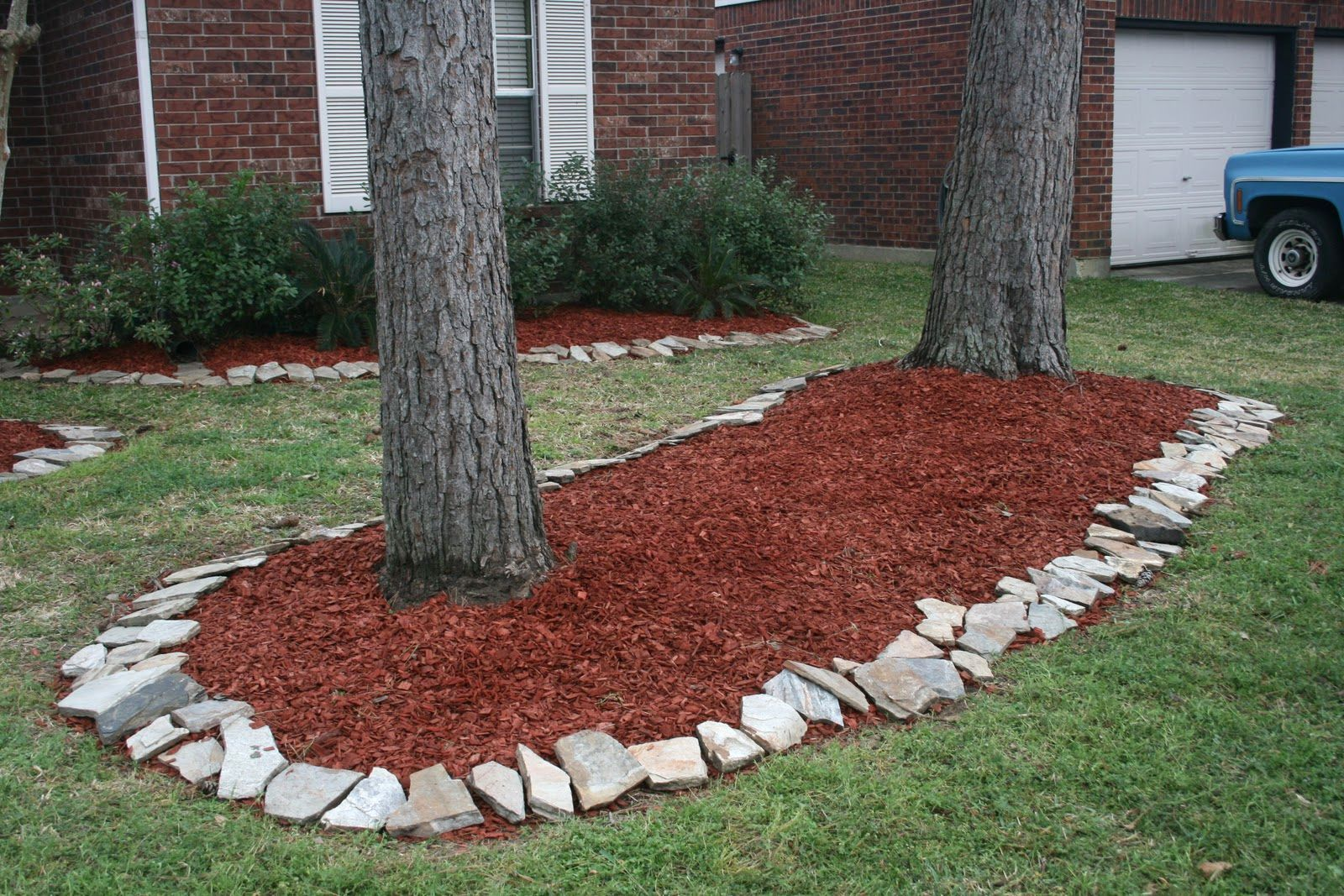 front yard landscaping ideas with mulch | the garden inspirations