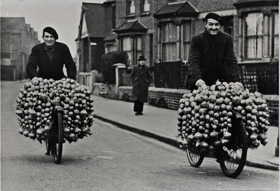 """In the early 1900s """"Onion Johnnies"""" from Brittany started selling onions from Roscoff, door to door, on the streets of Britain, from their bikes...and still doing it in the 70s !"""