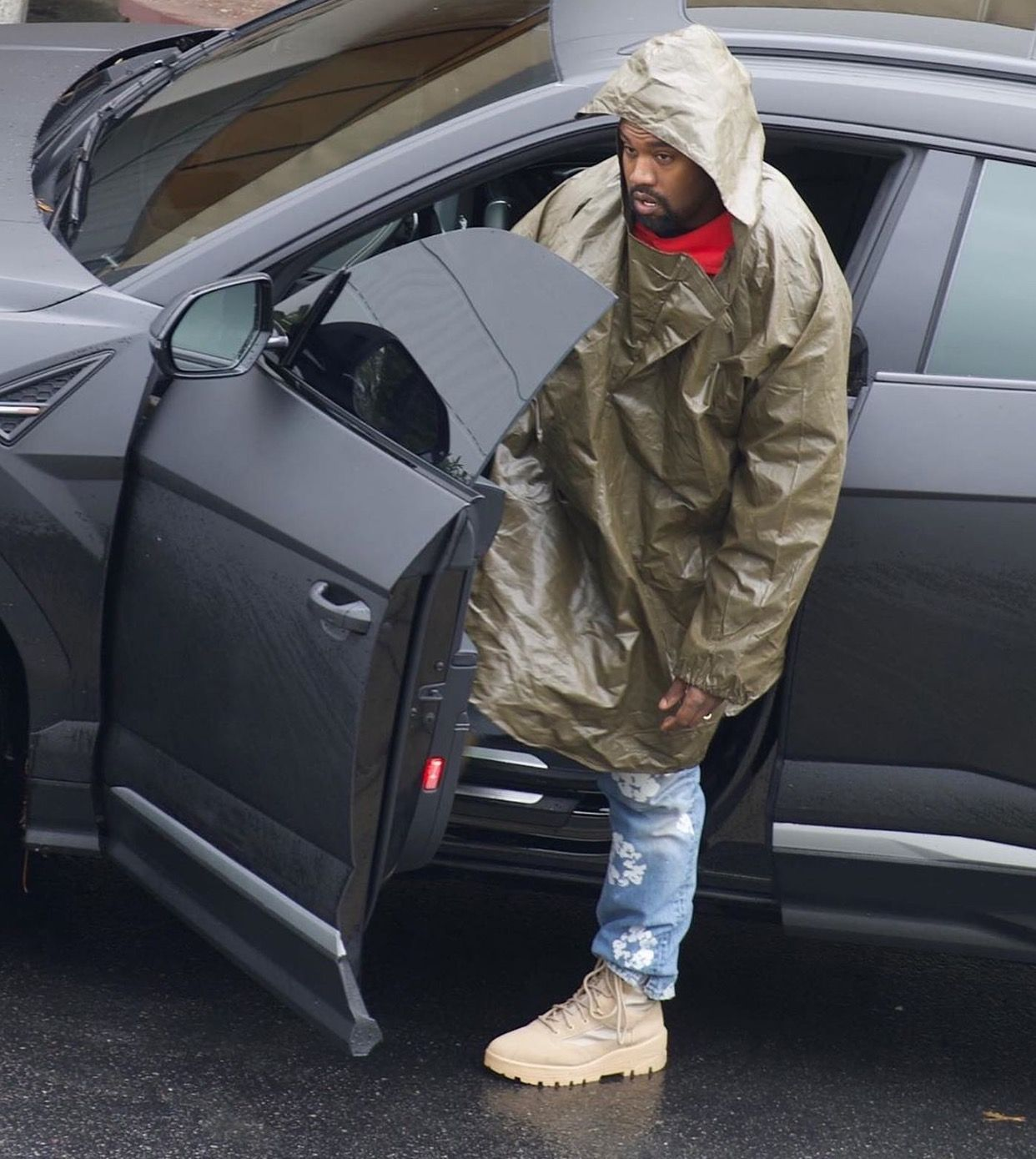 Pin By Jirawech Sirirattapong On Kanye West In 2020 Yeezy Fashion Kanye West Fashion