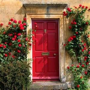Sensational Climbing Red Roses The Doors Haustur Landhaus Und Rote Door Handles Collection Dhjemzonderlifede