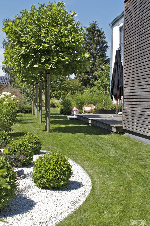 dieartigeBLOG - Sommergarten mit Schatten von Platanen, Buchs, Ballhortensien, Gräsern #gardenoutdoors