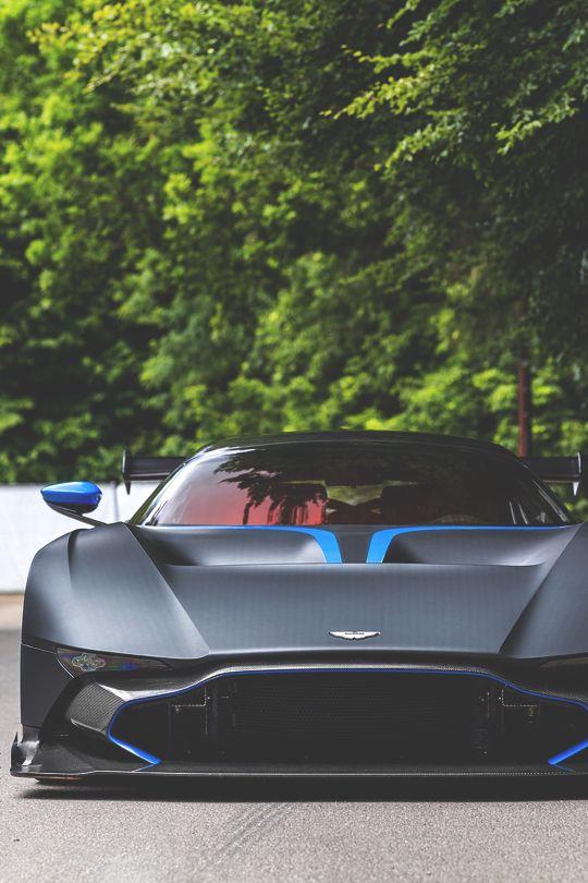 The Vulcan Is Designed By Aston Martin S Creative Officer Marek Reichman Taking Inspirations From Aston Martin C Futuristic Cars Super Cars Aston Martin Vulcan