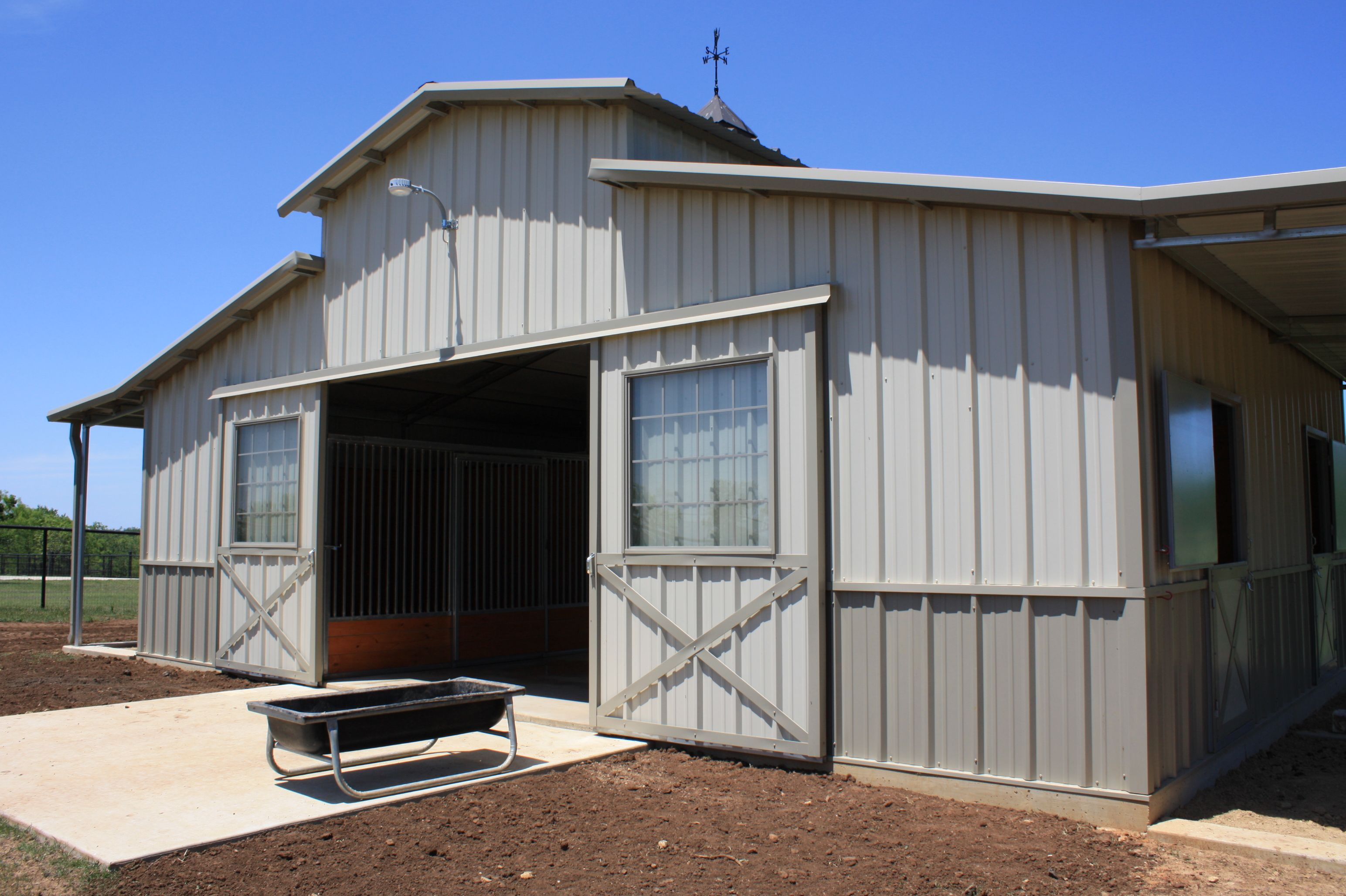 This Barn Is A 36 X 24 Raised Center Aisle With 3 12 X 12 Stalls And 1 Tack Room With Classic Style Som Horse Barn Designs Barn Design Mini Horse Barn