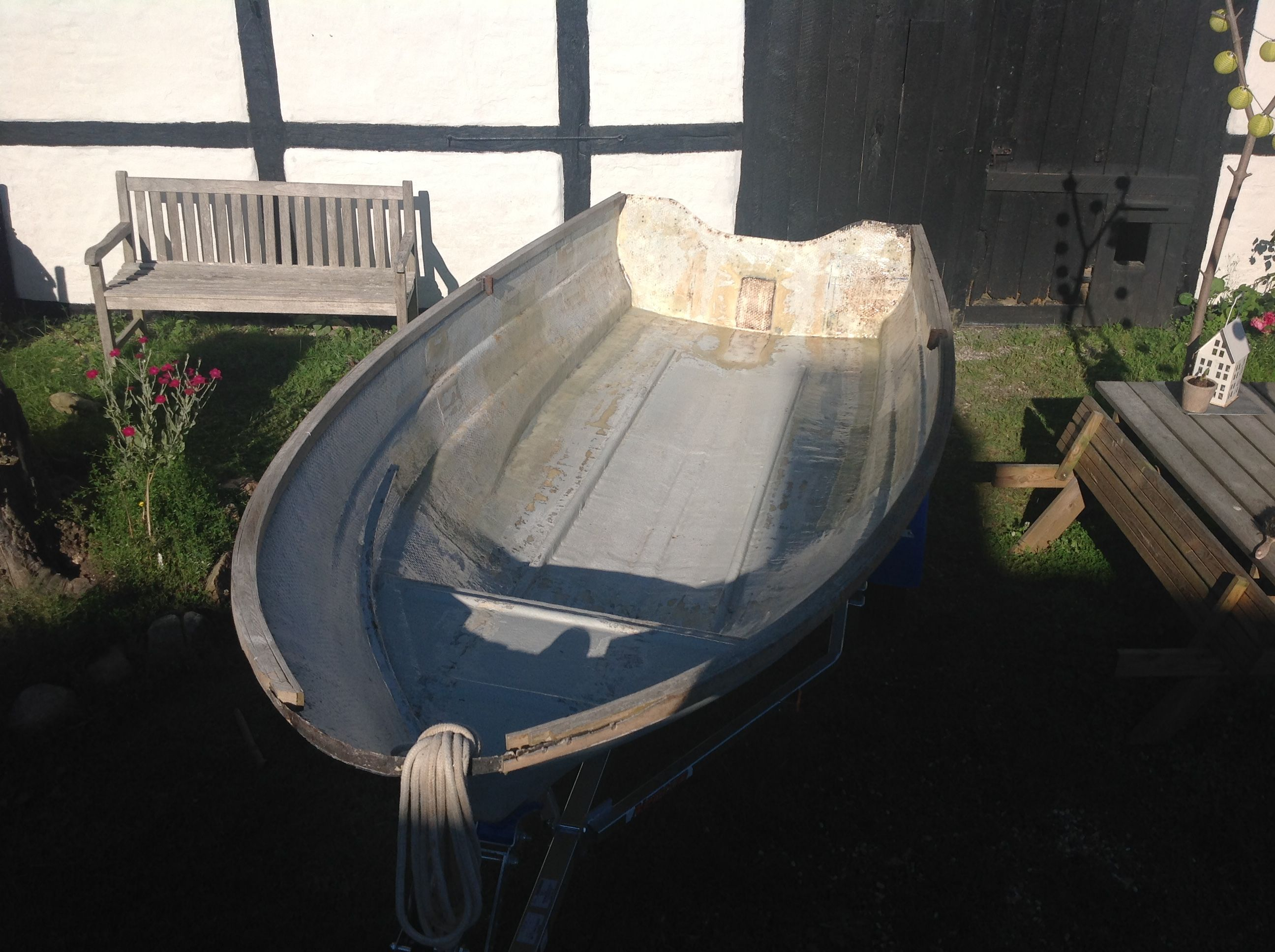 Part 11 / The old fiberglass hull can float again! All holes and cracks are