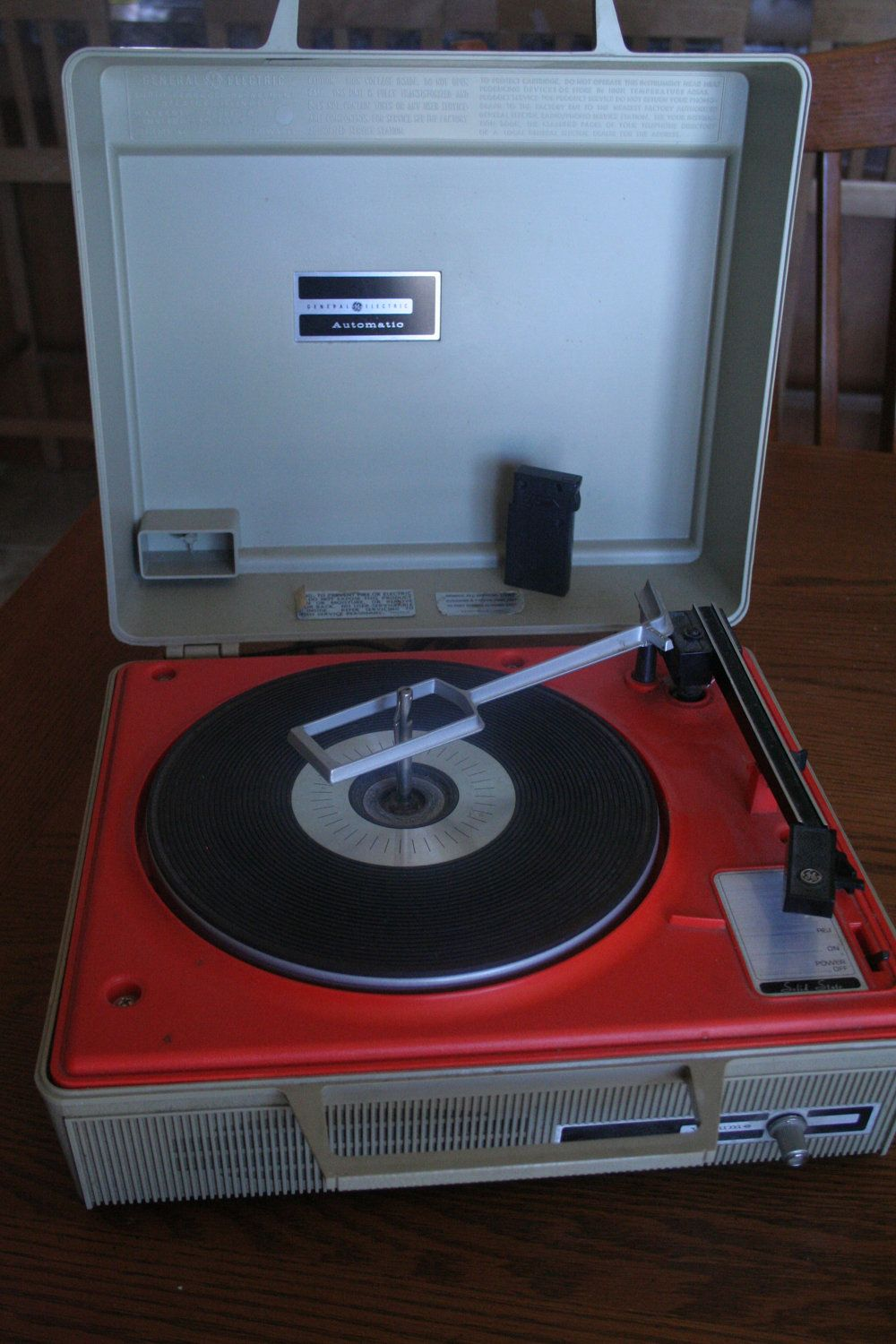 Vintage Portable General Electric Automatic Record Player