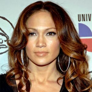 Coafura Par Lung Ondulat Jennifer Lopez Jennifer Lopez A Stralucit