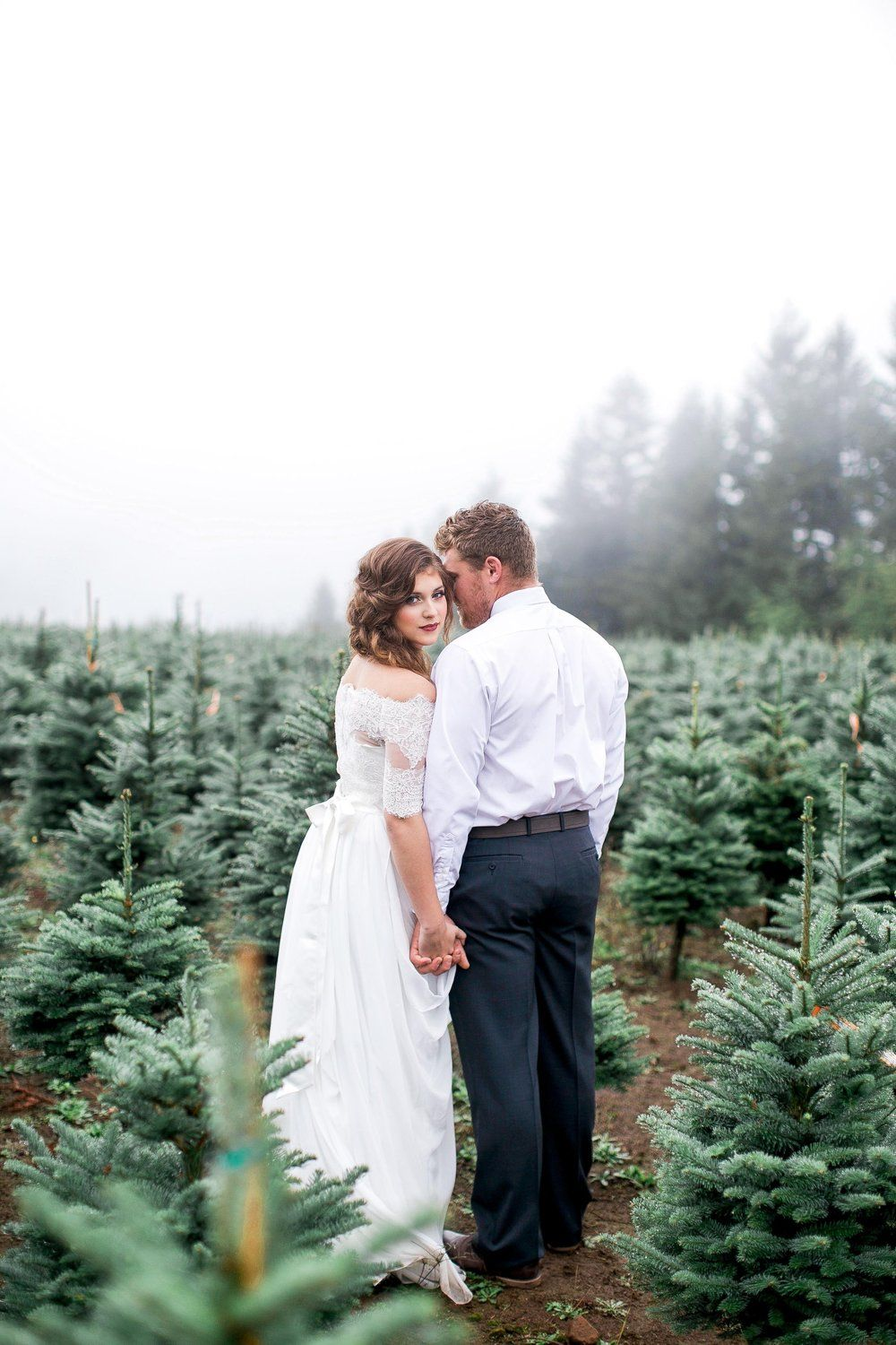 Perfect For An Oregon Elopement Gorgeous Christmas Tree Farm Wedding Editori Christmas Tree Farm Photo Shoot Christmas Tree Farm Pictures Christmas Photoshoot