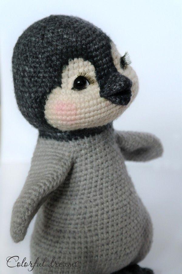 Der Kleine Pinguin Schal Eigenem Kleinen Kuschelbären Freut