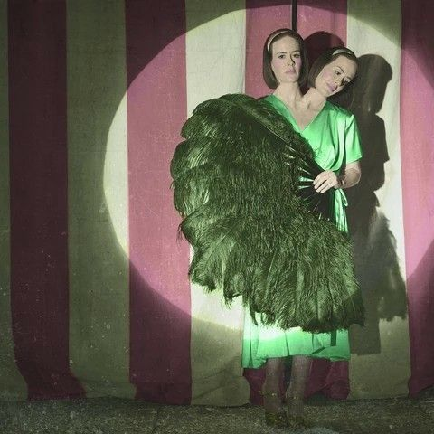 Bette and Dot, Freak Show
