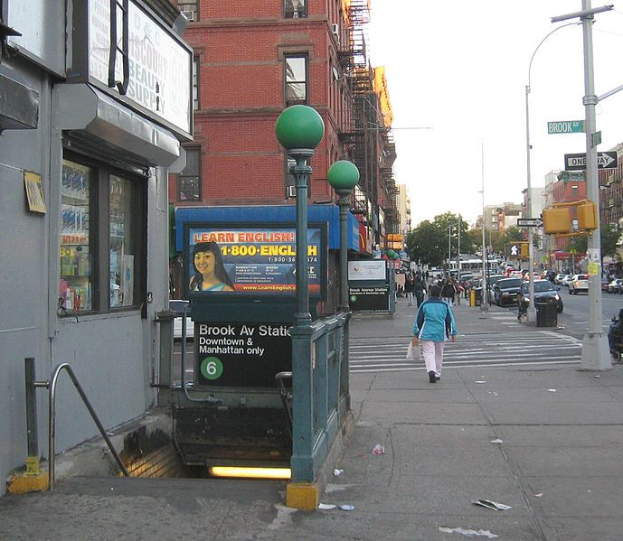 6 Train Subway Entrance 138th St And Brook Ave The Bronx New York The Bronx New York Bronx Nyc New York Life