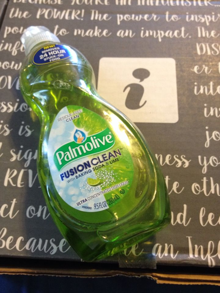 Making all the refreshing scented bubbles over here!  #Palmolive #SuperMomVoxBox