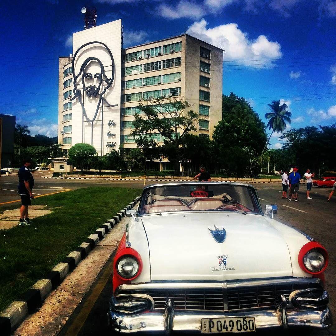 Hanging with Fidel in Cuba - La revolución es invencible by sidpage