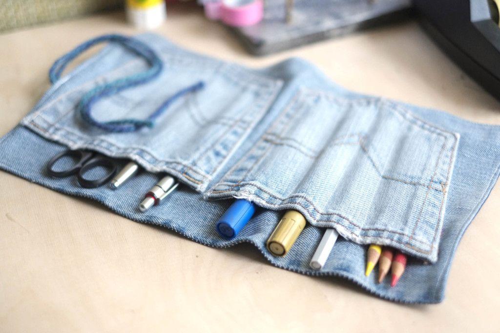 eine tolle stifterolle aus einer alten jeans basteln upcycling kann so einfach und so kreativ. Black Bedroom Furniture Sets. Home Design Ideas