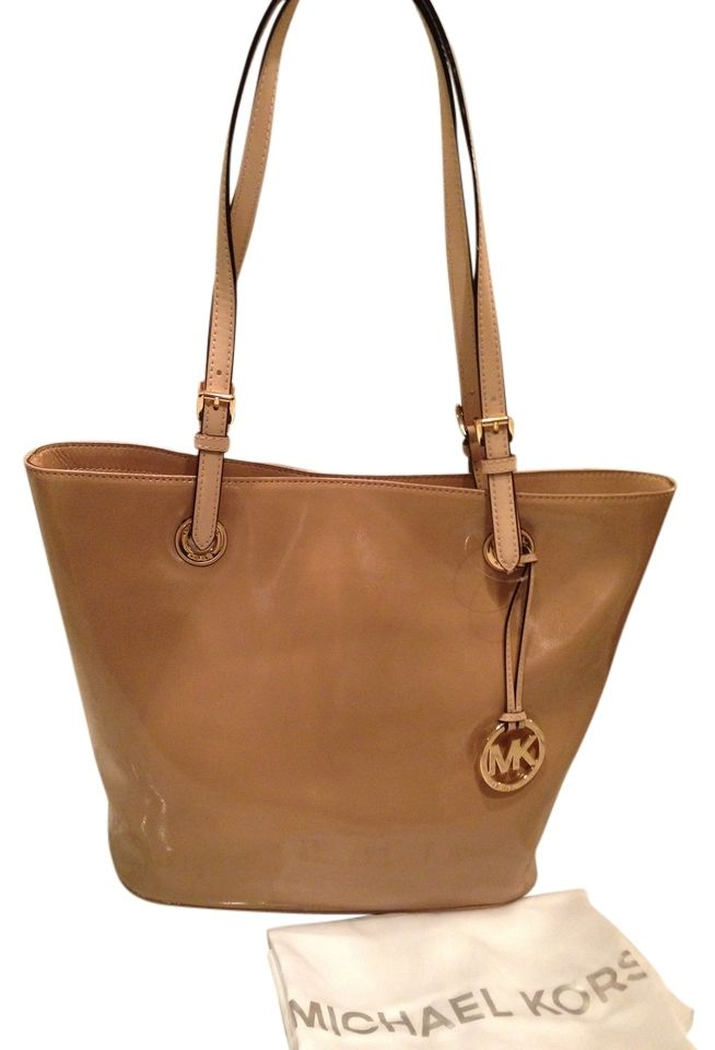 f28b2a91dd45 Michael Kors Jet Set Nwt! Large Patent Leather Hobo Satchel Handbag Nude  Camel Brown Tote Bag. Get one of the hottest styles of the season!