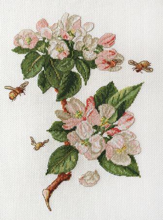 Цветущая яблоня вышивка