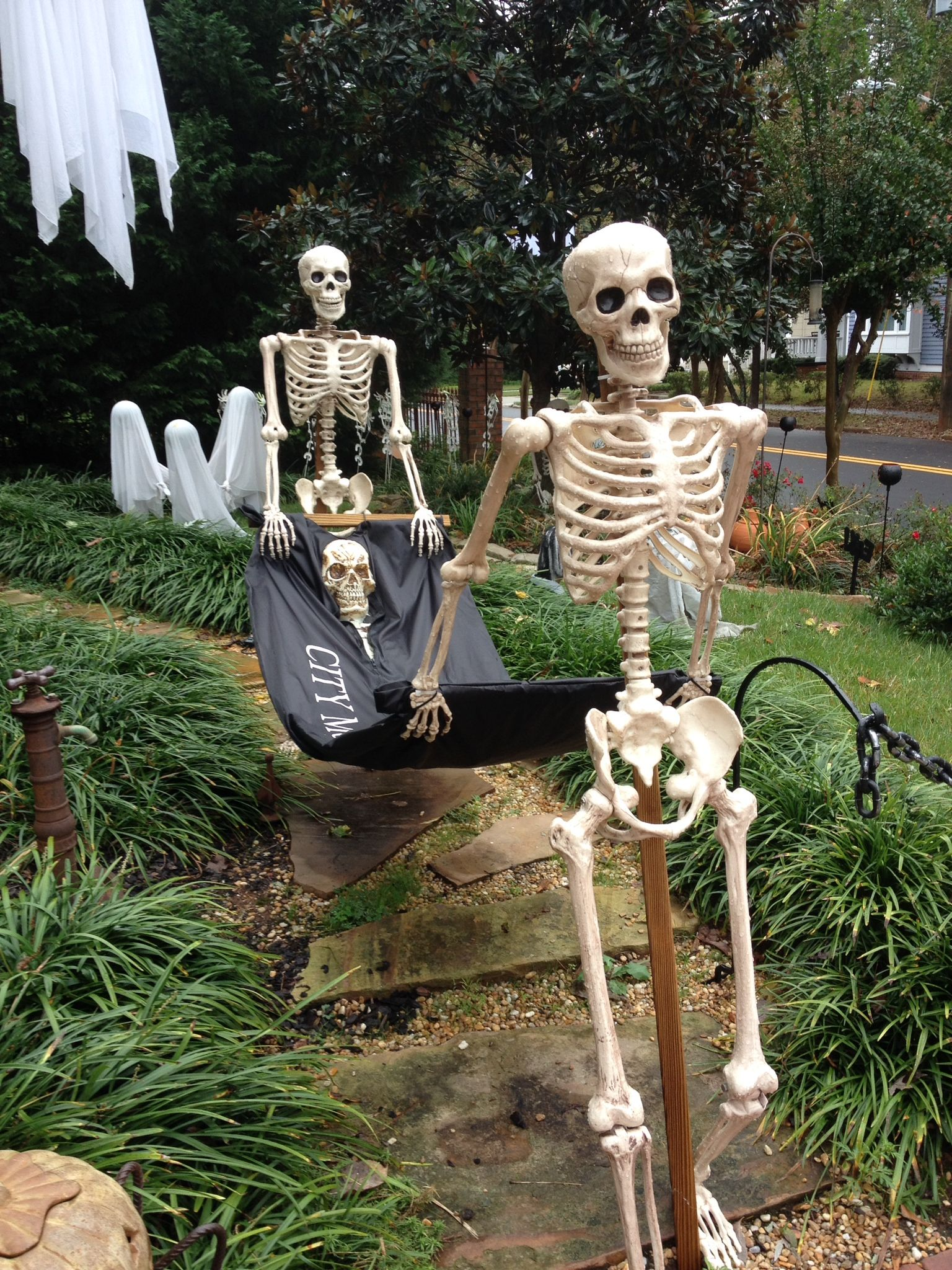 Too cool! Halloween outdoor decorations, Halloween