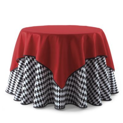 As Seen On Grandinroad Com A Popular Linen Combination For Christmas Is A Black White Harlequin With A White Christmas Decor Table Cloth Round Dinner Table