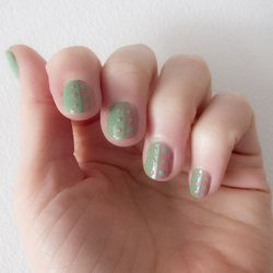 See how you can made this easy dotted nail design