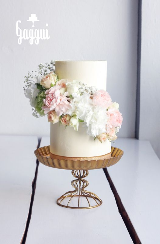 Weddingcake Flowercascade.jpg