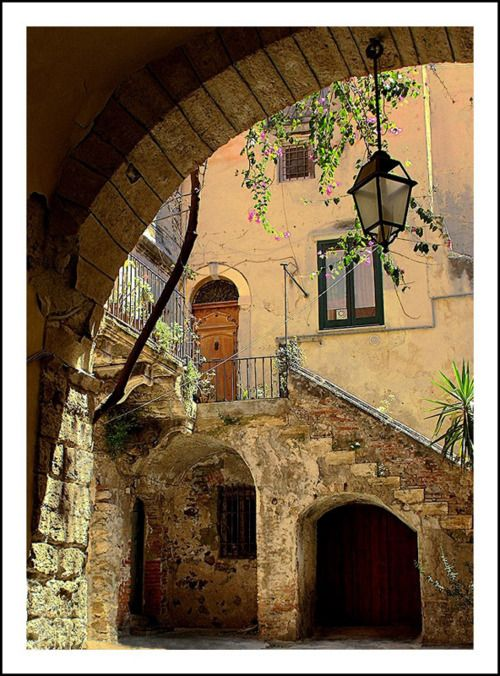 cortile di Palazzo Pirajno, a photo from Palermo, Sicily