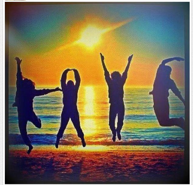 Cool picture ideas to take with friends