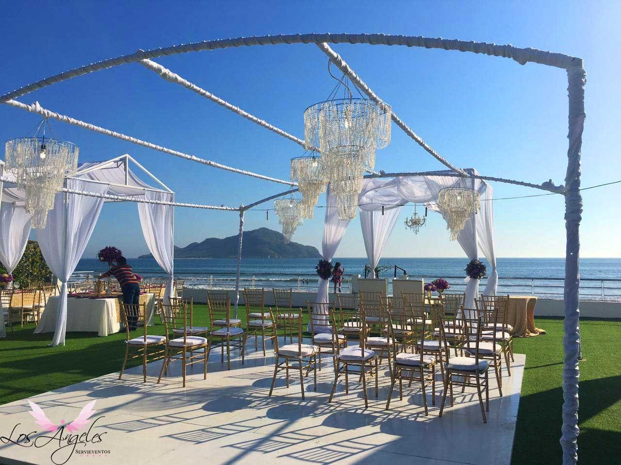 Esta pista de baile sirvió para ser el espacio de los invitados especiales para la boda civil