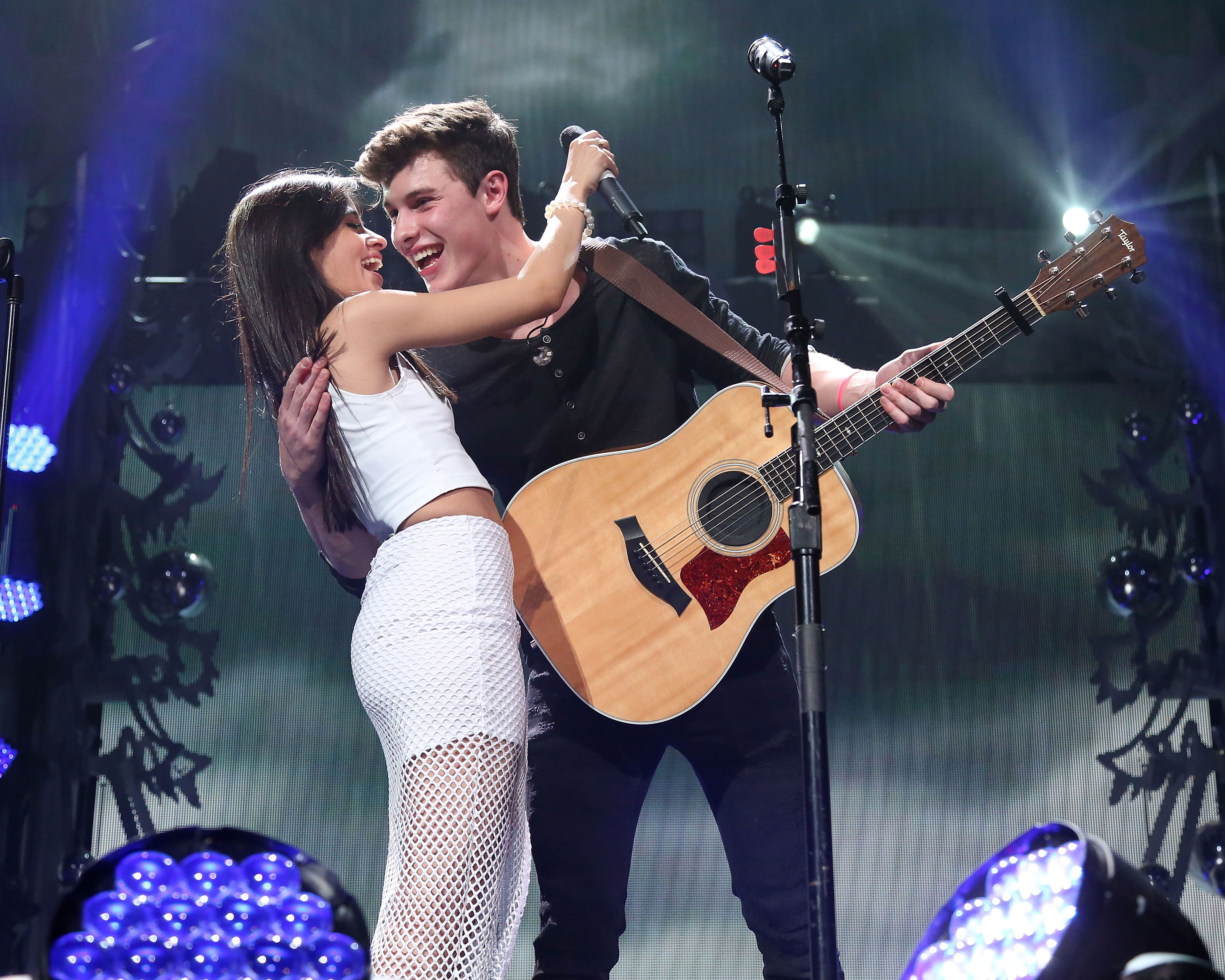 Shawn Mendes and Camila Cabello I ship them because they are cute to her even though I love him Shawn Mendes Pinterest