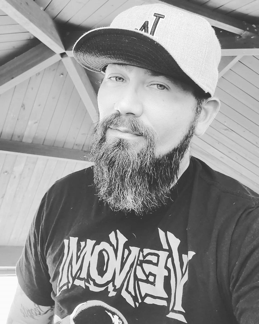 What a beautiful waether in fl....it nice have day off from work. But a crazy world now BE SAFE AND STAY HEALTHY.  #venom #vikingwarrior #vikings #vikingstyle #bigbang #beardstyles #beardnation #beard #beardlife #beardedman #deaf #deafandproud #tattoostyle #tattoomodel #tattooworld #tattooed #florida #badass #badboy #hat #hardknocklife #lifeisgood #rustystyle