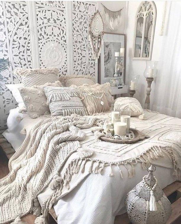 Dieses Boho-Schlafzimmer von ist so wunderschön dass ich mich kaum fassen kann ..... #bohobedroom