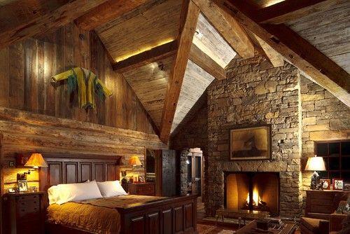 Dieses rustikale Schlafzimmer verfügt über einen riesigen Diamanten ...