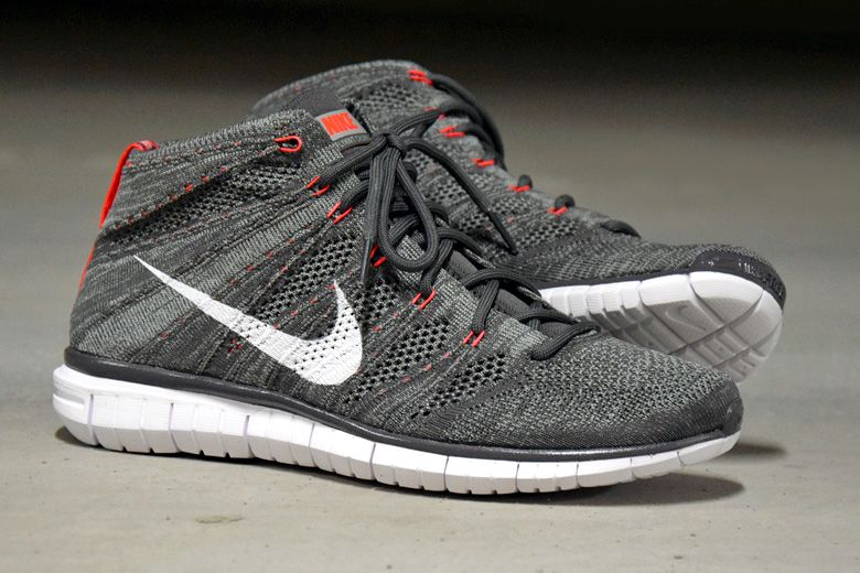 a5a95a29c5592 Nike Free Flyknit Chukka Midnight Fog   Bright Crimson - Sneakers   Street  Culture depuis 2005