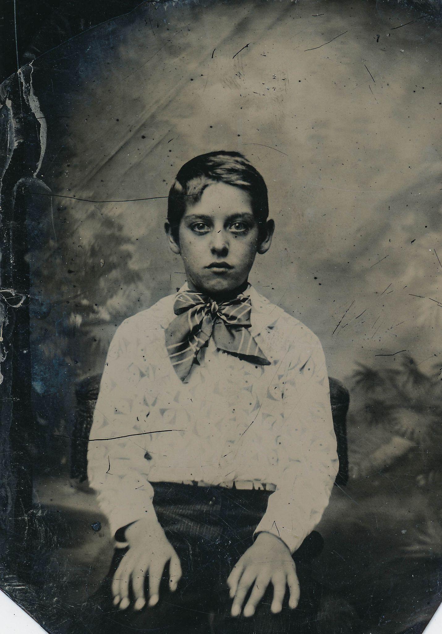 photo Luz Valdez (b. 1940)