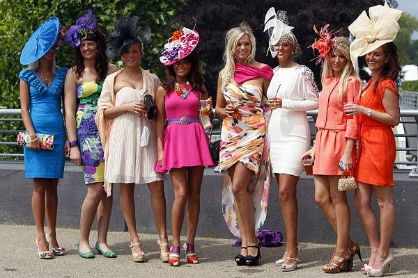 Horse race outfit, Horse racing dresses