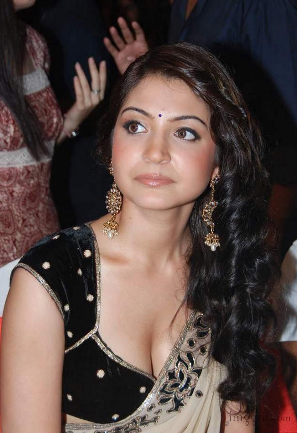 Anushka Sharma Cleavage Show