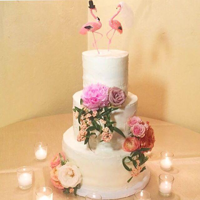 Rustic garden wedding cake at Villa Woodbine by Cloud 9 Bakery in ...