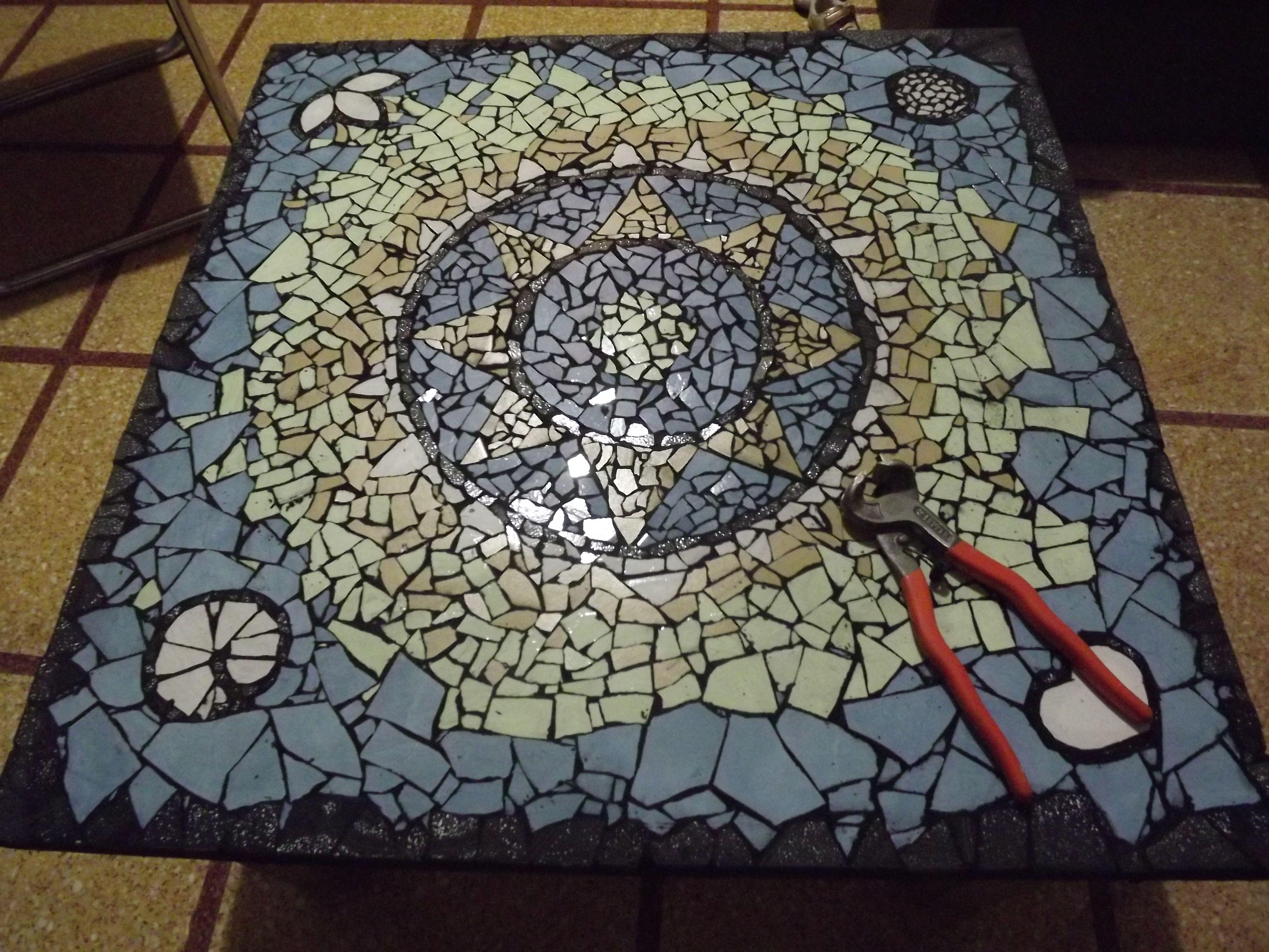 Mosaico Mandala. Materiales: pinza de cerámica, cola vinílica ...