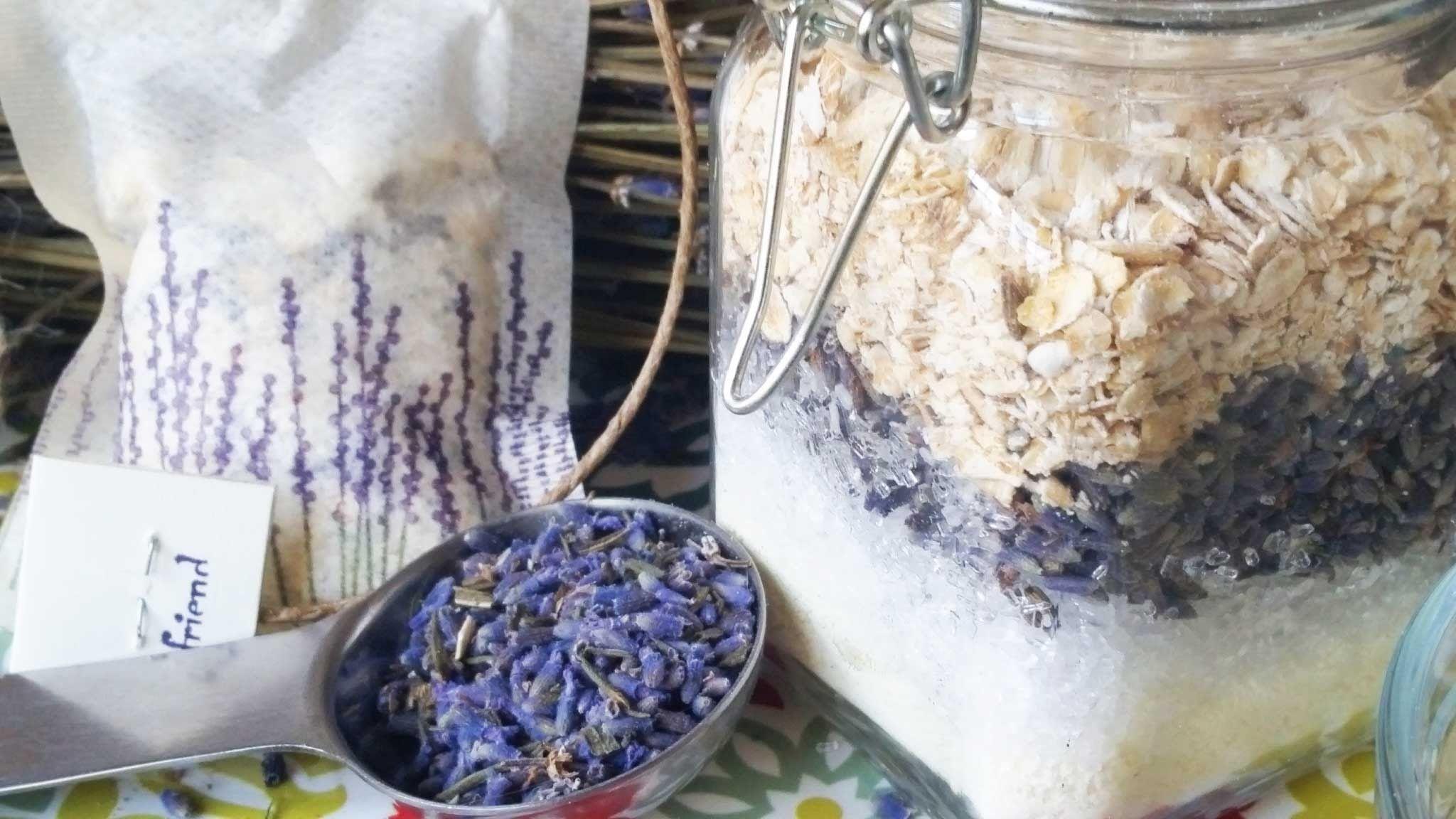 How to Make Lavender Oatmeal Bath Tea
