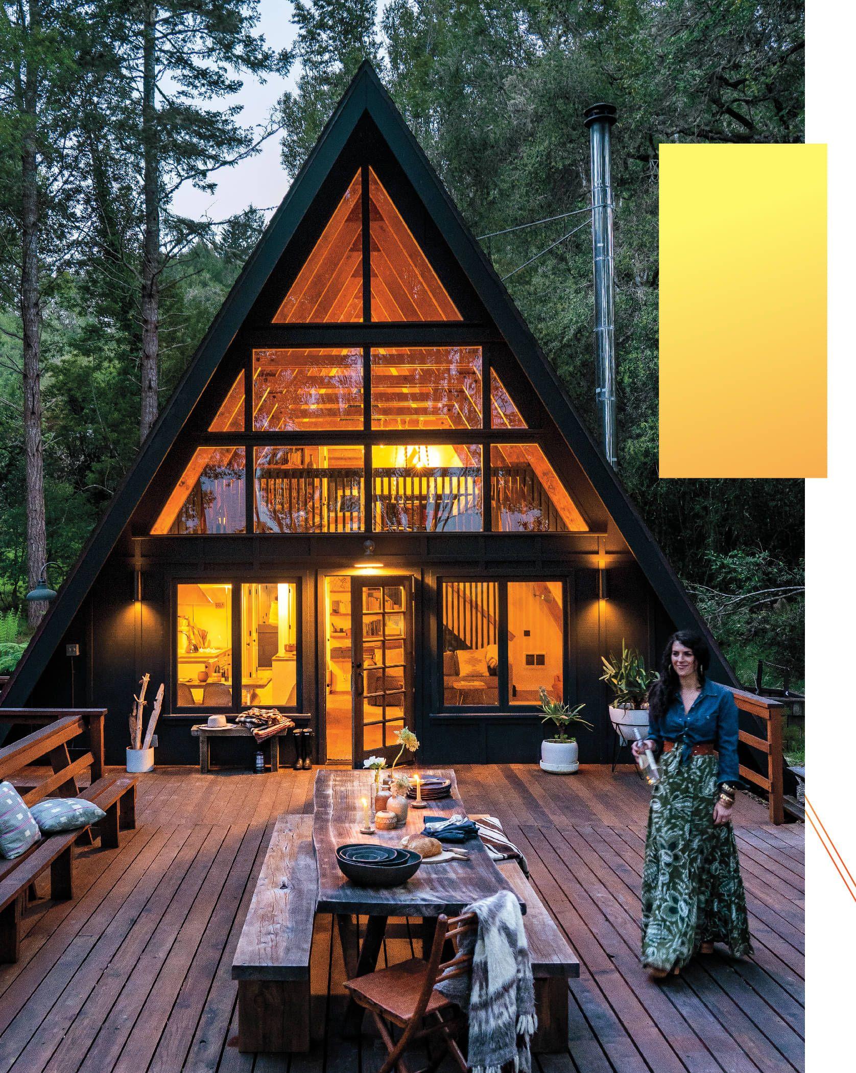 Une emblématique maison à l'architecture A frame dans la nature