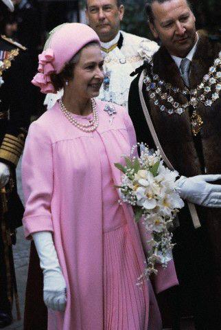 Hat From The Past Queen Elizabeth S Silver Jubilee