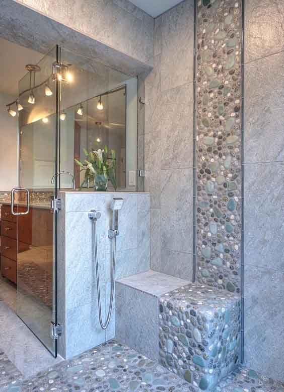 Piedras y azulejos en ba era azulejos para ba os for Ceramicas de piedras para banos pequenos