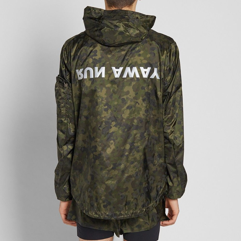 A fresh addition to the END. roster, Parisian label Satisfy look to alter the perception of running apparel. Offering something unique to the market, Satisfy blend contemporary culture and art with the latest in technological innovations, providing the modern runner with the apparel needed to take on every dayReflective elements inherent within the camouflage print used for this lightweight, packable wind breaker ensure visibility during low-light conditions, whilst its water-repellent…