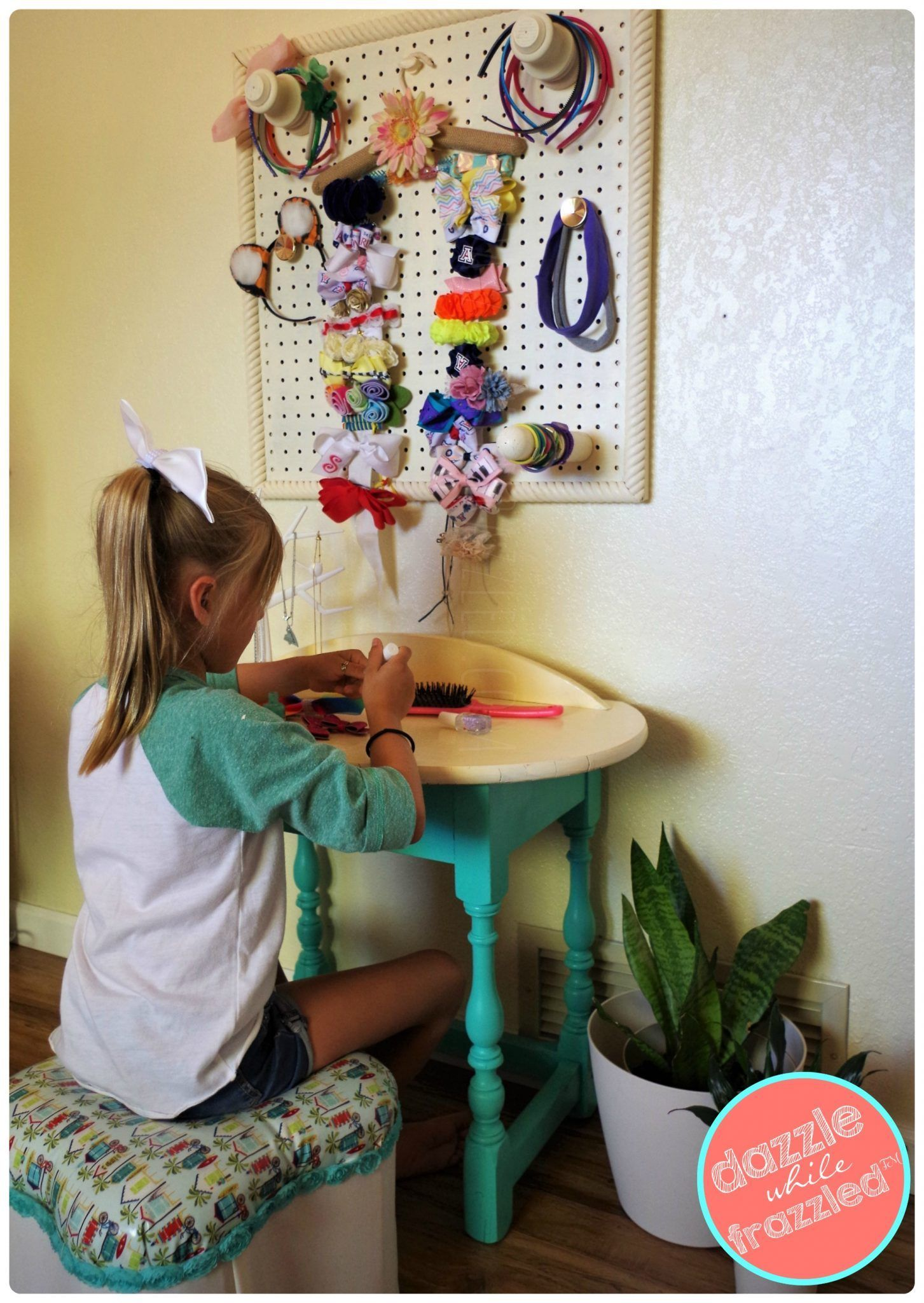 How To Make A Cute Girls Beauty Station Kid S Craftsies Diy