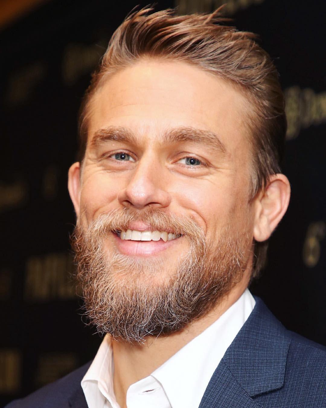 That Hint Of Grey In His Beard Charliehunnam Papillonmovie Charlie Hunnam Beard Hair And Beard Styles